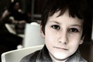was eltern beschäftigt mutistischer selektiver Junge 12 Jahre