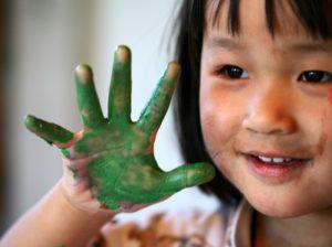 Mutismus Blog Eltern schcken Bild von lachendem Mädchen lacht